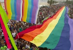 Para do Orgulho LGBT, em Copcabana, reuniu 600 mil pessoas em 2016 Foto: Leo Martins / Agência O Globo 11/12/2016
