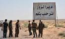 Soldados sírios chegam na cidade de Deir el-Zour, na Síria Foto: AP