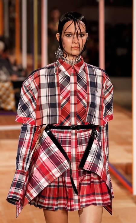 O xadrez lidera o ranking de tendências. Foi destaque nas marcas Hermès e Alexander McQueen (foto) Foto: FRANCOIS GUILLOT / AFP