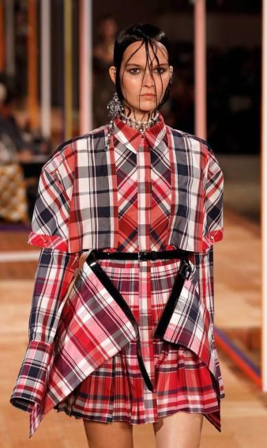 O xadrez lidera o ranking de tendências. Foi destaque nas marcas Hermès e Alexander McQueen (foto) FRANCOIS GUILLOT / AFP