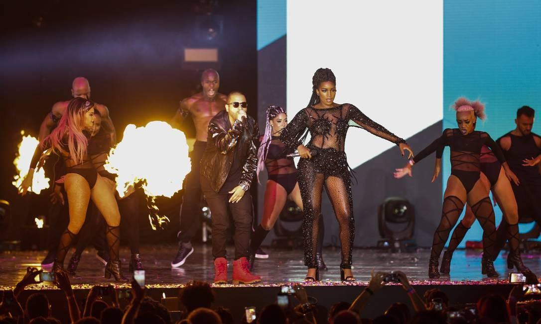 Projota e Iza incendiaram o palco do Prêmio Multishow Foto: Barbara Lopes / Agência O Globo