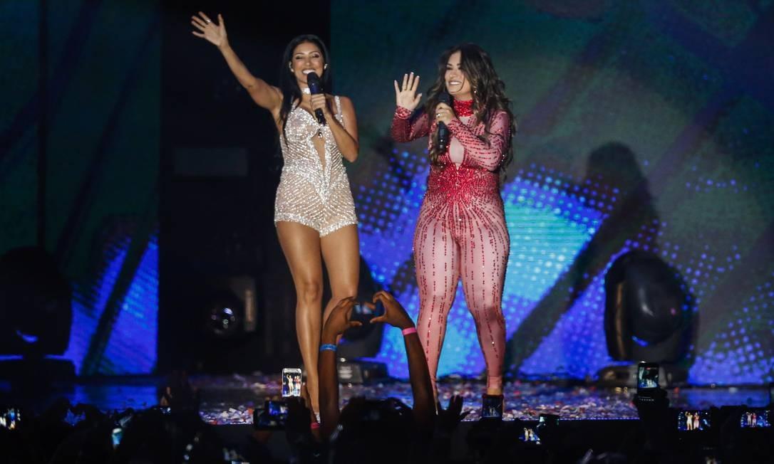A dupla Simone e Simaria, que levou o prêmio de melhor grupo, no palco do Prêmio Multishow Foto: Barbara Lopes / Agência O Globo