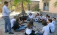 O coordenador Raphael Barreto e os alunos do Dínamis que participam do programa