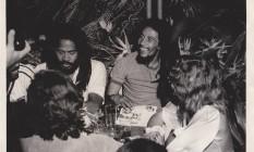Durante sua passagem pelo Rio, em 1980, Bob Marley aproveitou tudo o que a cidade tinha a oferecer: o futebol, as praias, a música e as belas paisagens naturais. Obviamente, o bondinho esteve no roteiro do ícone do reggae Foto: Divulgação / Bondinho Pão de Açúcar