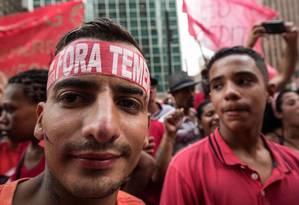 Manifestantes na Avenida Paulista em ato contra o presidente Michel Temer no dia da votação da segunda denúncia na Câmara dos Deputados Foto: Nelson Almeida / AFP / 25-10-17