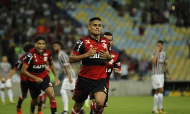 Everton comemora um de seus gols pelo Flamengo Foto: Alexandre Cassiano