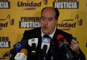 O líder da oposição venezuelana, Julio Borges, presidente na Assembleia Nacional Foto: FEDERICO PARRA / AFP