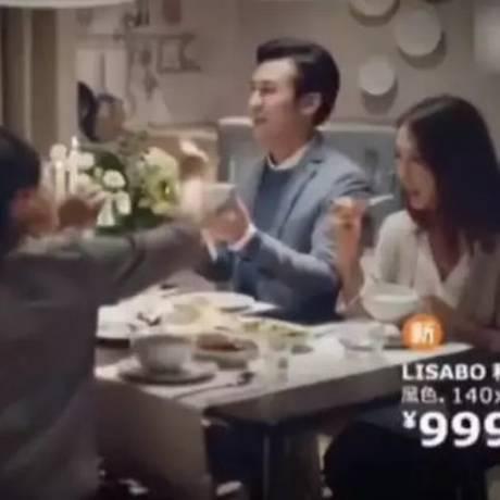 Propaganda da Ikea na China foi duramente criticada de ser sexista Foto: Reprodução