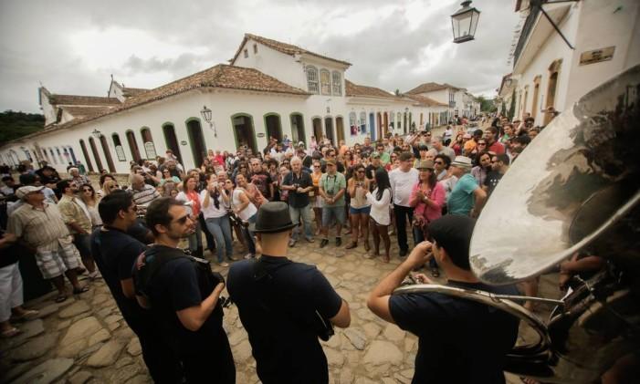 Músicos no Centro Histórico de Paraty durante o Bourbon Festival Foto: Pedro Guida / Divulgação