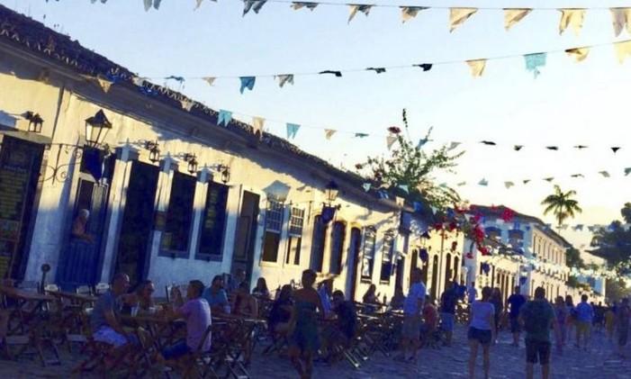 Baideirinhas enfeitam o Centro Histórico de Paraty durante a festa de Nossa Senhora dos Remédios Foto: Nilza Golzaga Alves
