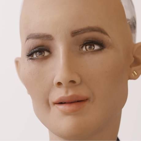 Sophia é um robô com inteligência artificial criado para aprender com humanos a expressar emoções Foto: DIVULGAÇÃO