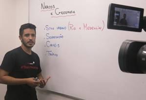 """Leandro Almeida usa """"Narcos"""" para falar de territorialização Foto: Júlia Amin"""