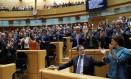 Presidente do governo espanhol, Mariano Rajoy é aplaudido por senadores de seu partido em debate sobre o artigo 155 Foto: SUSANA VERA / REUTERS
