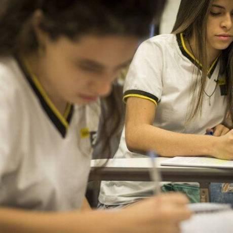 Alunas do Colégio de A a Z treinam para redação Foto: Guito Moreto
