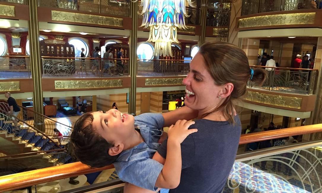 Pausa. Sabrina aproveitou para refrescar a cabeça e curtir o filho Caio Foto: Acervo pessoal