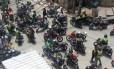 Manifestação de mototaxistas na Rocinha interdita vias próximas à Estrada Lagoa-Barra