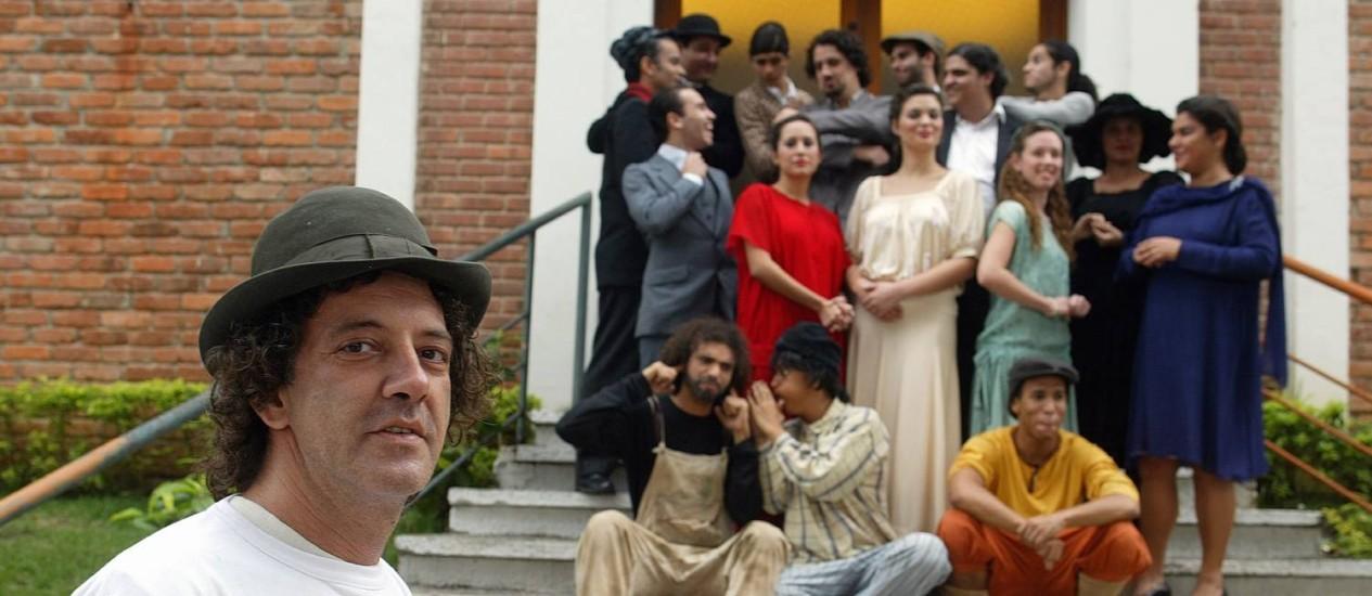 Cico Caseira, em 2005, à frente da sua companhia de teatro Caixa Preta, do retiro dos Artistas. Foto: Hudson Pontes /