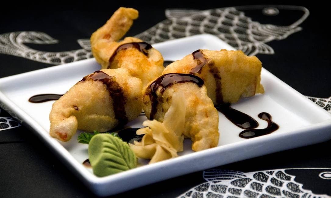 Origami. O Ebiten Niguiri é um sushi empanado de camarão com cream cheese e molho teriyaki (R$ 17,90). Marques de São Vicente 52, Gávea (2274-4094). Diariamente, do meio-dia à meia-noite. Foto: Isabela Kassow / Divulgação