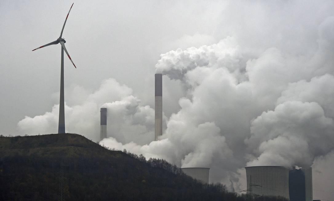 Fontes limpas de energia, como a eólica, podem contribuir para a redução nas emissões de gases do efeito estufa Foto: Martin Meissner / AP