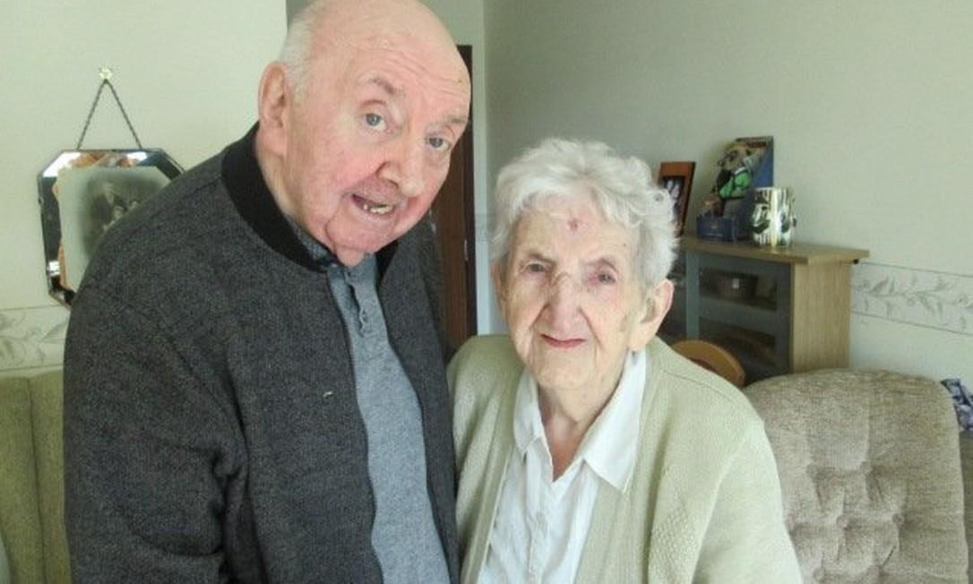 Mãe de 98 anos se muda para asilo para cuidar de filho de 80 Foto: Reprodução/redes sociais