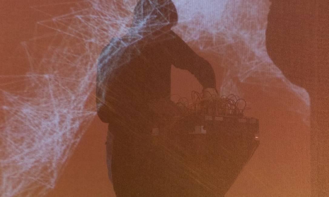 """Multuplicidade. A 13ª edição da mostra tem artistas de França, Itália, Holanda, Sri Lanka, Espanha, Canadá e Brasil criando performances baseadas em imagens e ruído. No teatro, instalação de Fabiano Mixo baseada no quadro """"A mulher com bandolim"""", de Picasso. Oi Futuro Flamengo: Rua Dois de Dezembro 63, Flamengo (3131-3060). Ter a dom, das 11h às 20h. Grátis (entrada) e R$ 20 (teatro). Foto: Divulgação"""