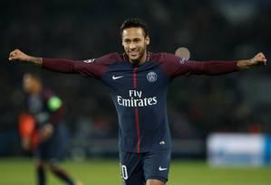 Neymar comemora o segundo gol do PSG na vitória sobre o Anderlecht Foto: BENOIT TESSIER / REUTERS