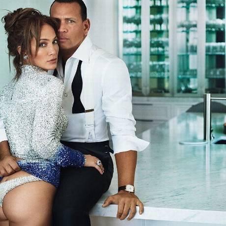 Jennifer Lopez e Alex Rodriguez posam para ensaio de capa da Vanity Fair de dezembro, assinado por Mario Testino Foto: Mario Testino / Reprodução Instagram | Vanity Fair