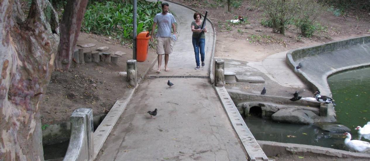 Restauração. Datada do século XIX, ponte de mármore de carrara aguarda por reparos no Parque Guinle Foto: Carlos Augusto Cruz / Agência O Globo