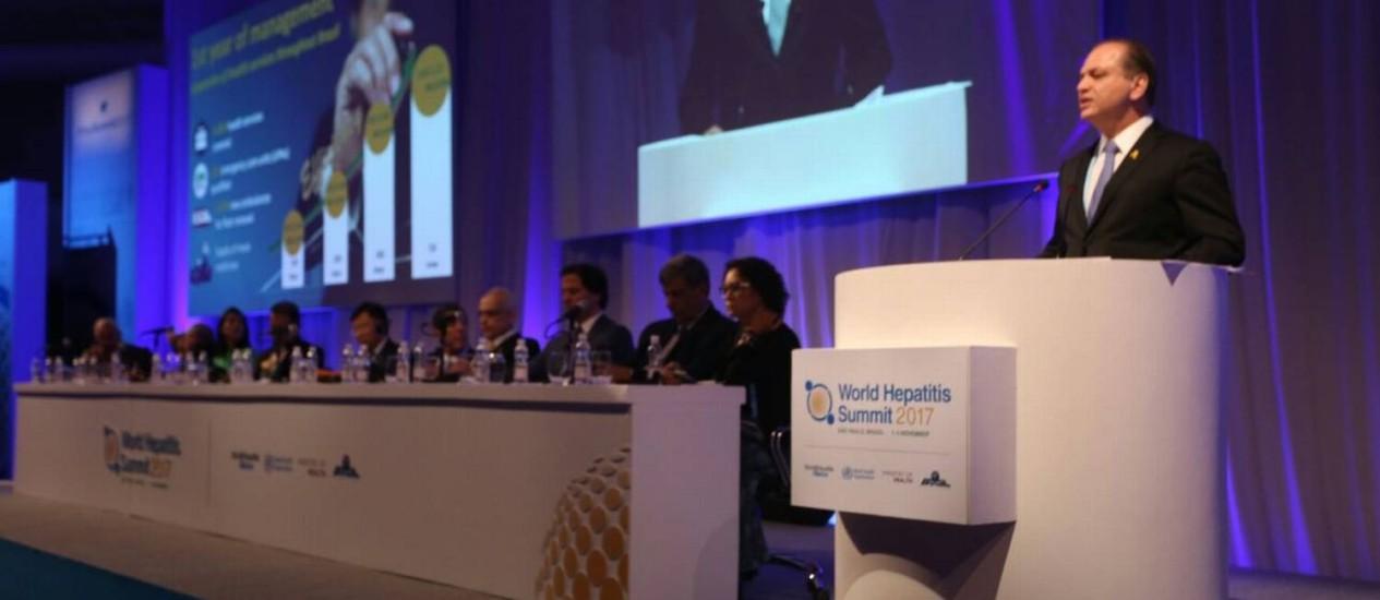 O ministro Ricardo Barros anuncia o plano durante a abertura da Cúpula Mundial de Hepatites 2017 - World Hepatitis Summit, que acontece em São Paulo Foto: Divulgação/Erasmo Salomão/MS