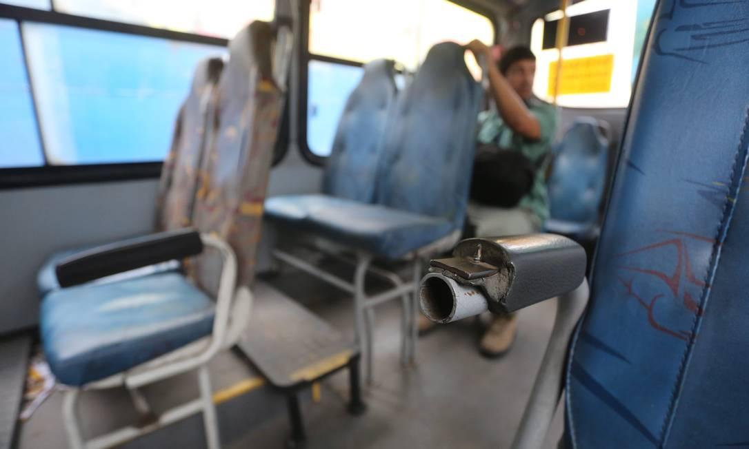 No terminal de ônibus em Campo Grande, o flagrante de um ônibus com apoio de braço quebrado Custódio Coimbra / Agência O Globo