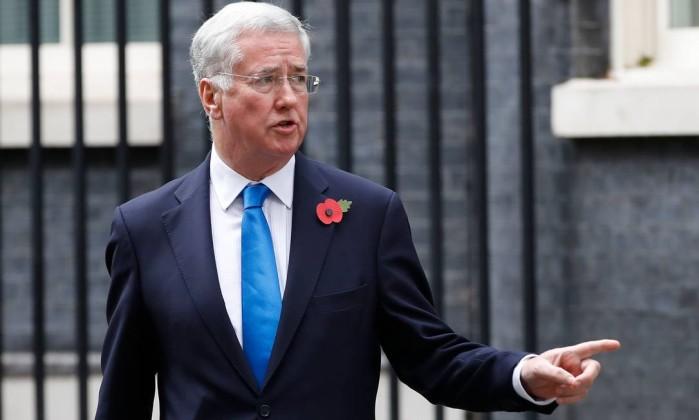 Secretário britânico cai por má conduta sexual