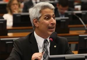 O deputado federal Alessandro Molon (Rede-RJ) durante sessão da CCJ Foto: Ailton de Freitas/Agência O Globo/26-09-2017