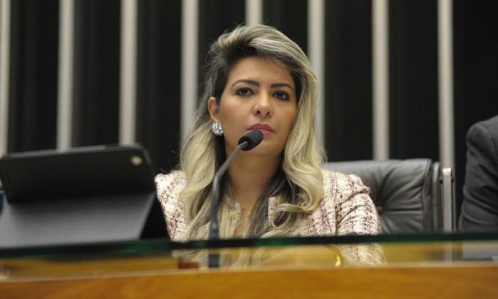 STF abre inquérito contra deputada acusada de mandar espancar ex-cabo eleitoral