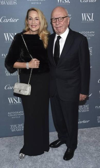 O look completo de Jerry Hall, que escolheu uma bolsa Chanel Evan Agostini / Evan Agostini/Invision/AP
