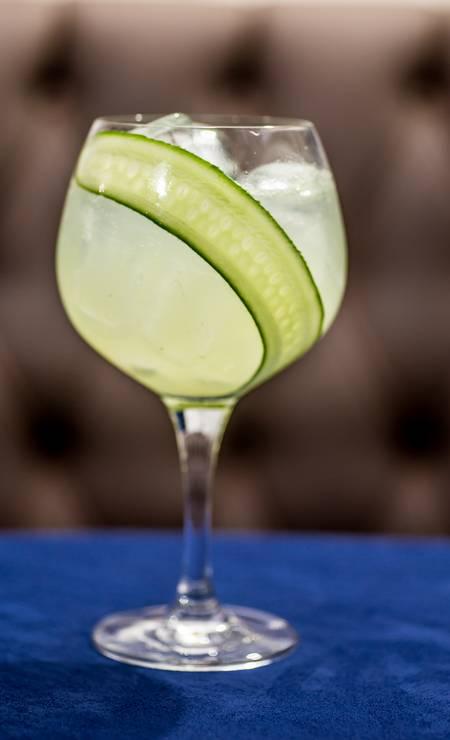 A receita do First Tequila Collins, do Bistrô Bagatelle, leva tequila plata, limão tahiti, pepino macerado, xarope e água com gás (R$ 39) Foto: Yulli Nakamura / Yulli Nakamura
