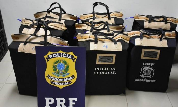 PRF apreende quase R$ 12 milhões em dinheiro em caminhão com caixas de alface