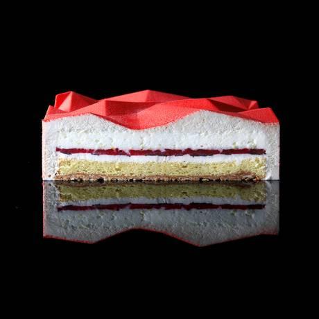 RG - As criações da chef Dinara Kasko Foto: Divulgação / Uma das tortas criadas pela chef