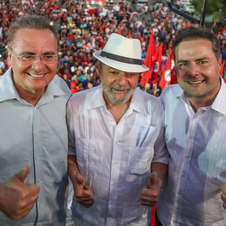 O ex-presidente Lula ao lado do senador Renan Calheiros (PMDB-AL) e do governador Renan Filho Foto: RICARDO STUCKERT / Agência O Globo