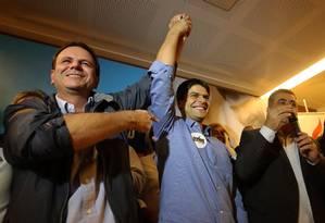 Eduardo Paes e Pedro Paulo às vésperas das eleições de 2016 Foto: Marcelo Carnaval / Agência O Globo