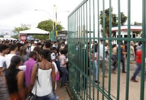 Candidatos entram no Centro Universitário de Brasília para o primeiro dia do Enem 2017 Foto: Michel Filho / Agência O Globo