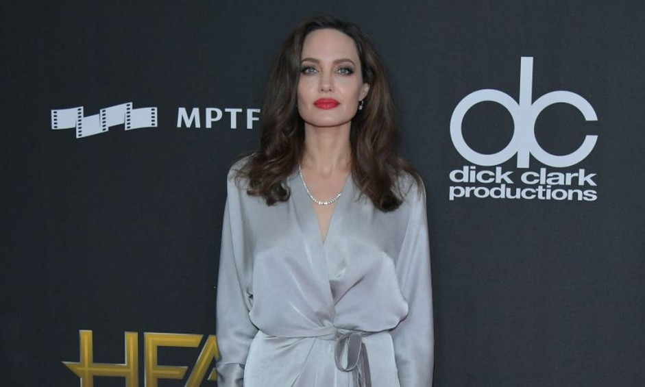 BEVERLY HILLS, CA - NOVEMBER 05: Honoree Angelina Jolie attends the 21st Annual Hollywood Film Awards at The Beverly Hilton Hotel on November 5, 2017 in Beverly Hills, California. Neilson Barnard/Getty Images/AFP== FOR NEWSPAPERS, INTERNET, TELCOS & TELEVISION USE ONLY == Foto: Neilson Barnard / AFP
