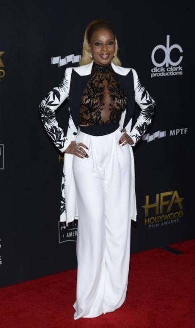 """Mary J. Blige usou conjunto do outono 2017 de Zuhair Murad. A cantora ganhou o prêmio de atriz revelação pela participação em """"Mudbound"""" TARA ZIEMBA / AFP"""