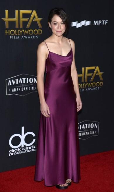 A atriz Tatiana Maslany usou Diane Von Fursteberg TARA ZIEMBA / AFP