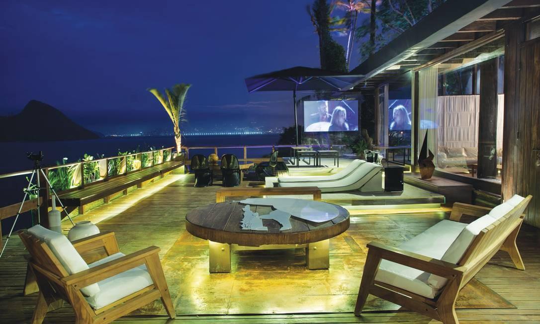 No ambiente Sunset do Arquiteto, Carlos Fernando Monteiro, Pedro Gismondi e Ronaldo Fernandes procuraram integrar o décor com a natureza que cerca a mansão Divulgação