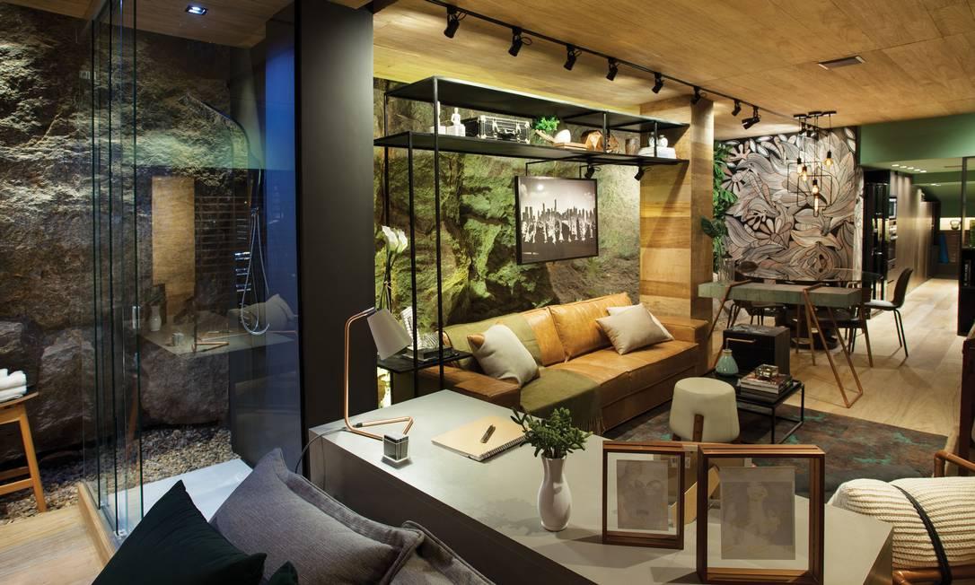 Para o Loft do Jovem Casal, Alexandre Magno trouxe o conceito de vida minimalista, com armários funcionais e otimização de espaços Divulgação