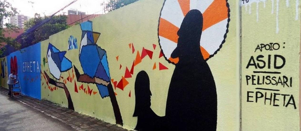 Muro da Escola Epheta, que atende surdos em Curitiba: instituição será fechada este ano