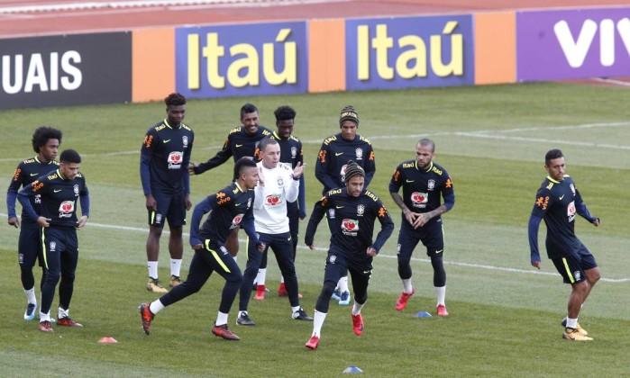 Diego Souza desembarca em Paris para defender a seleção brasileira