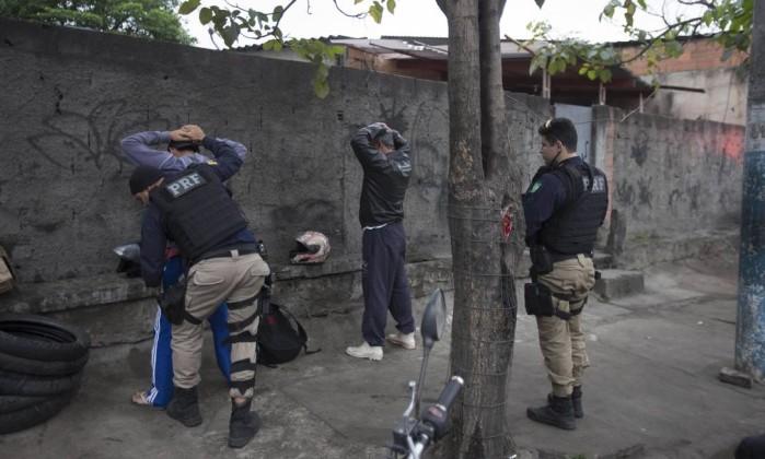 Forças de Segurança fazem operação conjunta no Complexo do Salgueiro, no Rio