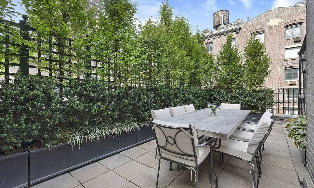 O paisagismo com vegetação alta garante a privacidade dos moradores © corcoran