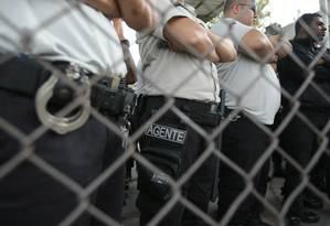 Agentes penitenciários Foto: O Tempo / Agência O Globo
